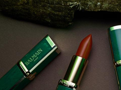 Glamazone野性風暴以Balmain最具特色的墨绿大理石作包裝,配以四支大地色系的唇膏。