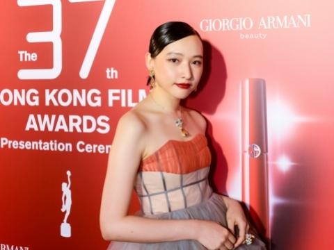 憑《殺破狼.貪狼》角逐最佳新演員的陳漢娜,將她的短bob髮型變成貼服的side back造型,好青春!
