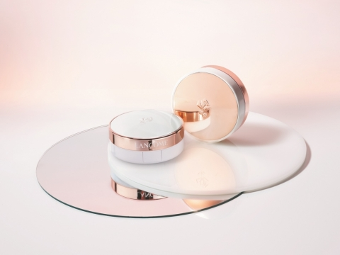 Lancome Blanc Expert Cushion High Coverage SPF29/PA++,含高覆蓋配方完美遮蓋肌膚瑕疵,有效均勻膚色,水潤長達18小時,共4色。補充裝 HK$290 /粉盒 $100