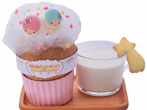 Little Twin Stars椰皇燉蛋白配紫米露或杏仁茶 (HK$88) 將椰皇敲開倒出椰子水,注入鮮奶蛋白漿,隔水清燉。