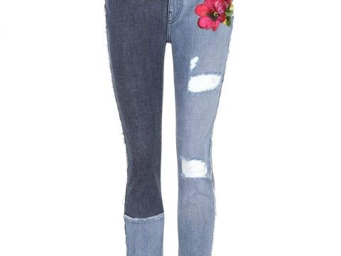Embellished skinny jeans HK$6,822 (DOLCE & GABBANA)