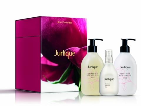 Jurlique 玫瑰細緻完美修護套裝包括玫瑰沐浴露300ml、玫瑰身體乳300ml、玫瑰衡肌花卉水100ml。 $770