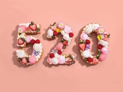 Bespoke Number Cake (HK$218/0.5lb)  您會用我愛你這代號向母親表達愛意嗎?數字蛋糕由香草奶油餡餅、漿果裝飾及蛋白甜餅組合而成。