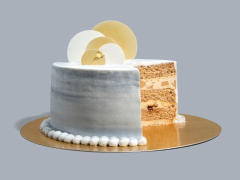 Shiny Marble (HK$480/6 inch) 3層伯爵茶雪芳蛋糕內夾有伯爵紅茶摩絲果凍及朱古力塊,配以新鮮忌廉及朱古力裝飾。