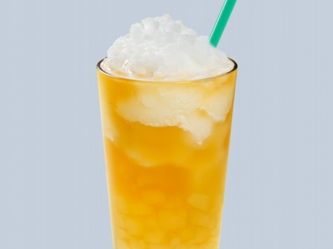 伯爵薄荷檸檬蘆薈星冰茶以伯爵紅茶為基調,加入薄荷香氣滿溢的檸檬碎冰令飲品充滿冰涼快感,並加入清甜蘆薈粒。售價(中: $39/ 大: $43 / 特大: $47)