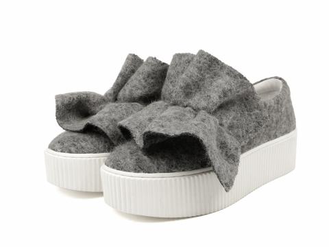 Venilla suite灰色絨毛厚底平底鞋 原價:HK$1,199 折實價HK$300
