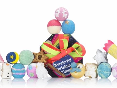 LUSH Wonderful Christmas Time 美好聖誕禮盒包括10款汽泡彈(北極小熊、暖意洋洋、金光禮盒、狂野森林、節日布甸、自由假期、星夜奇緣、雪天使啫喱、飄雪聖誕、璀璨星河)、7款泡泡浴芭(甜蜜雪山、聖誕糖果、平安之夜、聖誕魔法、月亮先生、北極雪人、天鵝絨)、2款香浴油(白雪天使、星光閃閃香)。$1,650
