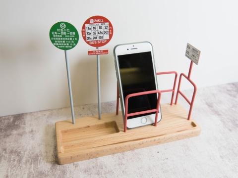 巴士站及街道造型電話座,將日常生活所見的景物帶到書桌上,讓你在工作及學習中感受香港的地道風情。 HK$200 (LOG-ON獨定發售)