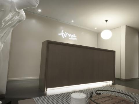 TIME by MTM的裝潢優雅而富格調,簡約雅緻的傢俱、柔和的燈光,讓顧客在寧靜舒適的環境下享受非一般的療程服務。