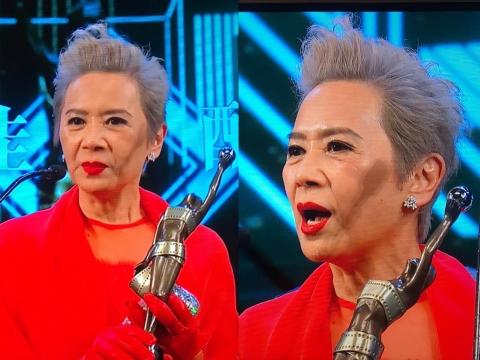 出爐「最佳女配角」Deanie紅葉德嫻穿上一身鮮紅色晚裝,染上銀危頭髮再塗上紅色唇膏,sharp到暈!