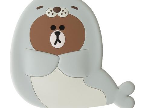 性格樂天的HAPPY BROWN是隻愛拍手的海狗 。(手提鏡子 HK$100)
