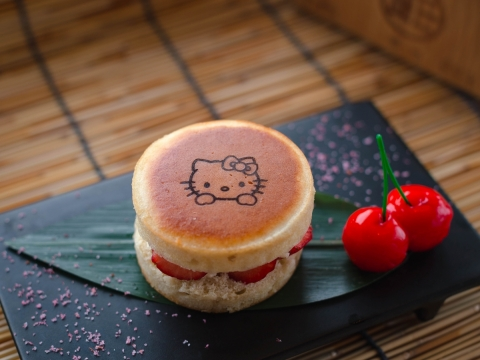 Hello Kitty 士多啤梨鬆餅($98)