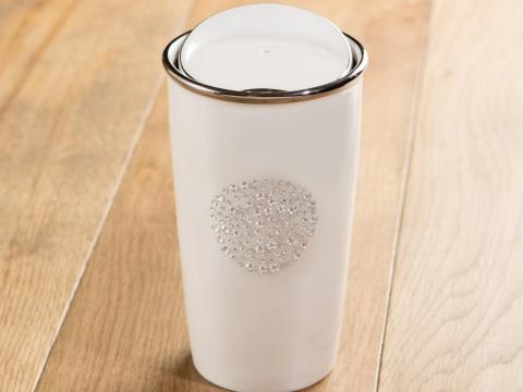 Starbucks與Swarovski合作推出別緻隨行杯,杯身用上水晶設計,好矜貴!