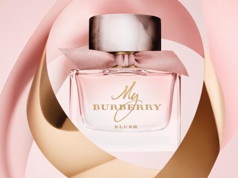 My Burberry Blush 散發石榴與檸檬的果香,再以蘋果香突顯玫瑰花瓣香氣,最後以茉莉及紫藤香作結。HK$840/50ml