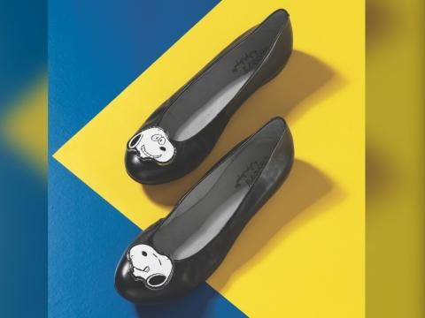 黑色綴飾扣Flats HK$1,290