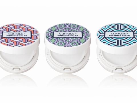 限量版氣墊粉底粉盒備有3款幾何圖紋。各HK$110
