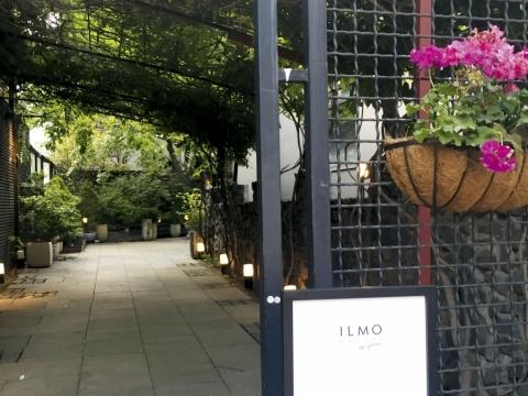 首爾 select shop 的入口,內有花園,真羨慕。