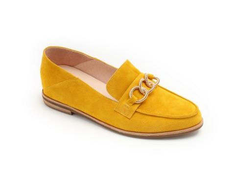黃色猄皮loafer鞋HK$1,290(Jipi Japa)
