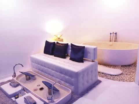躺在這裡享受全新臻白勻亮護理是一大享受,現在香港也可以體驗到。