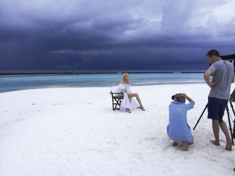 在馬爾代夫拍攝Jimmy Choo 17早秋廣告照片。