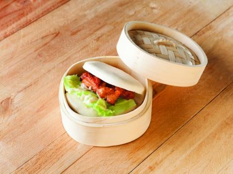 吉列雞角包 HK$30:由紐約一風堂引入的吉列雞角包,鬆軟的蒸角包內夾著香脆的吉列雞,外軟內脆。