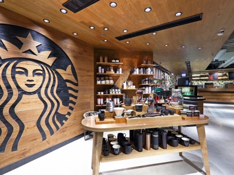 多款精美設計的咖啡用具及隨行杯在家樂坊特色店獨家發售。