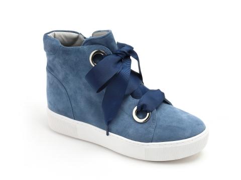 藍色猄皮粗繩綁帶鞋 HK$1,690(Jipi Japa)