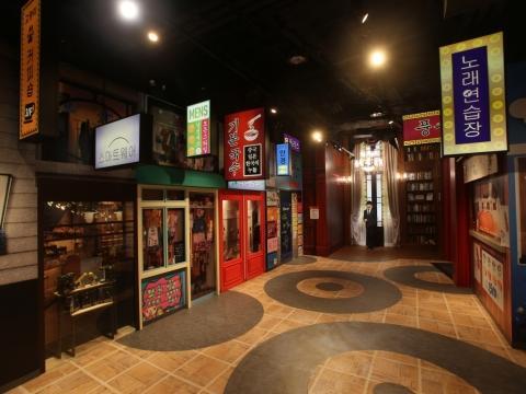 香港杜莎夫人蠟像館設有十一個主題展區,包括全球首個「韓流專區」。
