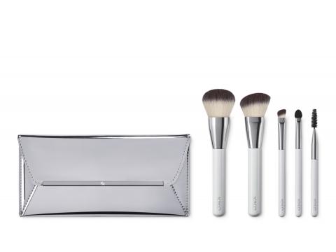 KIKO Brush Kit包括粉狀化妝掃、胭脂修容化妝掃、眼影掃2支、睫毛及眉毛掃、化妝袋。$319