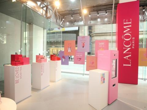 時刻不忘呃like大業的你可以上載「鼓舞美照」,參遊戲, 有機會贏到皇牌Génifique嫩肌活膚精華系列貨裝產品。加終極