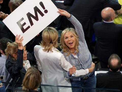 二女Laurence亦到馬克龍競選現場打氣。