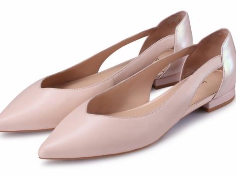 裸色尖頭平底鞋 HK$698