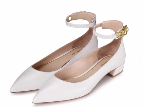 白色尖頭小跟鞋 HK$998