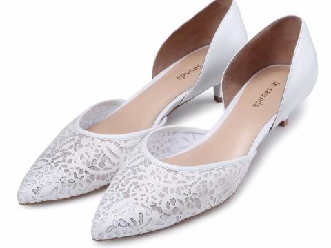 白色尖頭小跟鞋 HK$798