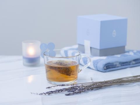 舒壓助眠茶Relax Tea,針對壓力導致睡眠質素欠佳,原材料包括法國薰衣草、洋甘菊、南非博士茶及合歡花,有助放鬆神經和提升免疫力,適合容易失眠的人士。HK$158/每盒10包 (Tea Sixty)