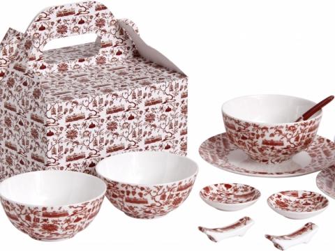 紅色中式二人餐具禮盒套裝,包括餐碟、湯碗、飯碗、醬油碟、湯匙及筷子座各兩件,每套$980。Mariko Jesse中式茶杯組合 $250。