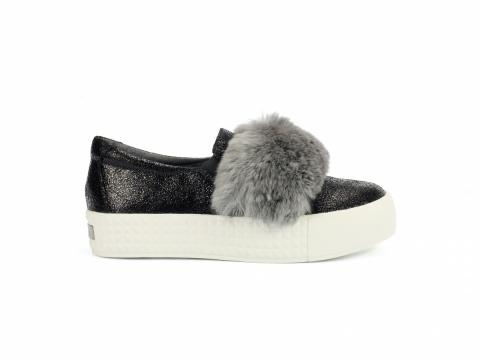 黑色高platform 配灰色毛毛鞋 HK$1,299(Millie's)