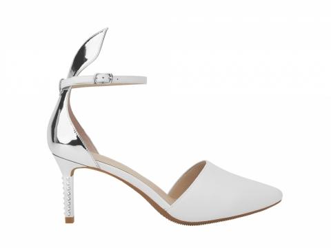 millie's 銀白兔仔耳高踭鞋 $1,199
