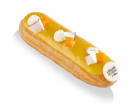 N°234椰香芒果泡芙用上芒果肉與清甜的椰子忌廉,泡芙面層更有粒粒芒果啫哩、椰絲及白朱古力。 HK$38