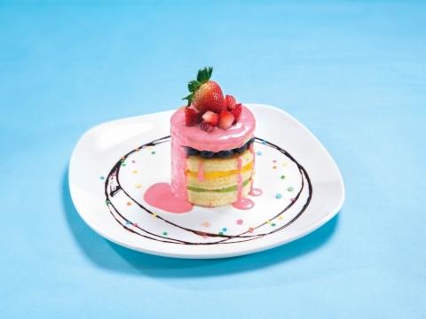 夢幻士多啤梨班戟 (HK$88) 班戟配生果及忌廉,上層淋上自家製濃厚幼滑的士多啤梨醬,入口香甜鬆軟!