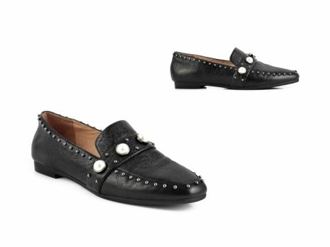 黑色小銀珠鞋 HK$1,599(STACCATO)