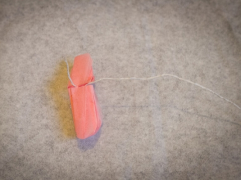 Step 4: 紙巾中間繞上鐵絲。