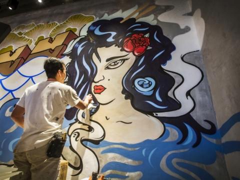 塗鴉壁畫由香港當代城巿藝術家Ben Pickering提筆,呈現獨特的亞洲文化。