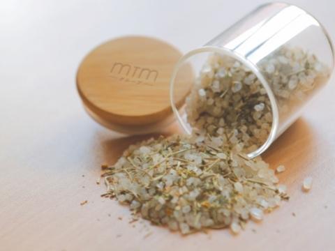 自製有機香草鹽(11月29日- 12月3日) 將不同有機香草配搭天然海鹽,親手製作個人專屬的香草鹽。