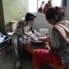 香港紅十字會的醫護義工在尼泊爾為地震災民提供緊急醫療服務