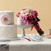 甜蜜的鮮花與甜絲絲的蛋糕同樣是對愛的最好表達。