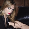 潮模 Cara Delevingne 再次成為 Yves Saint Laurent Beauté 彩妝系列代言人。
