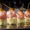 Sushi To 供應的日式料理包括壽司刺身、爐端燒、鐵板燒、壽喜燒、石鍋飯及天婦羅,以至日本料理中的極致代表廚師發板,可謂包羅萬有。